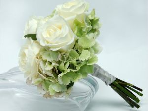 3 White Rose Bouquet